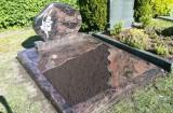 Doppelgrab mit Grabplatten