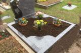 Doppelgrab mit eingelegten Eckplatten
