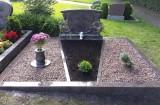Doppelgrab mit Abgrenzugen und Kies
